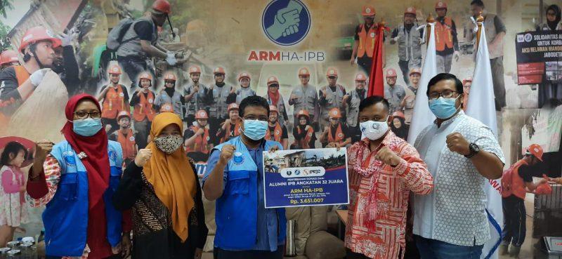 Peduli NTT dan NTB, IPB32 Juara Salurkan Bantuan